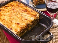 Рецепта Домашна мусака с патладжани, телешка кайма, сирене моцарела и заливка от яйца и кисело мляко